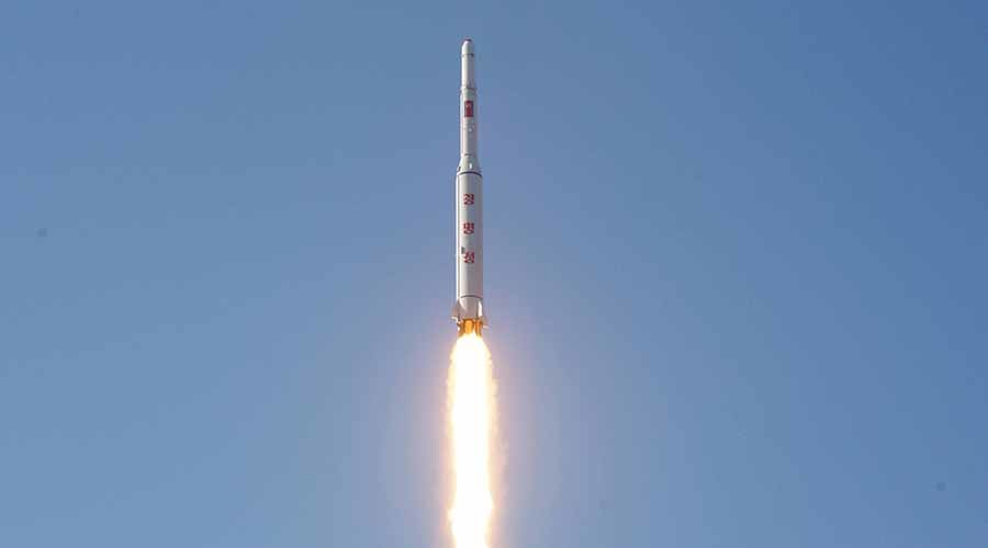 A North Korean long-range rocket is launched into the air at the Sohae rocket launch site in this undated photo released by North Korea's Korean Central News Agency (KCNA) in Pyongyang February 7, 2016. ©KCNA