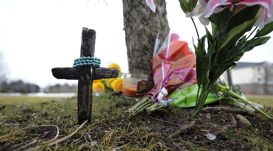 A cross sits as a part of a makeshift memorial outside a Cracker Barrel restaurant, one of the sites of a series of seemingly random shootings over the weekend that killed six in Kalamazoo, Michigan, February 22, 2016. © Mark Kauzlarich
