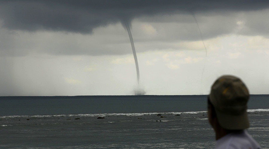 Rare triple waterspout spotted off Louisiana's Lake Pontchartrain (VIDEOS, PHOTOS)