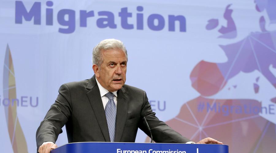 Schengen will 'break down' in 10 days if no solution to migrant crisis found – EU commissioner