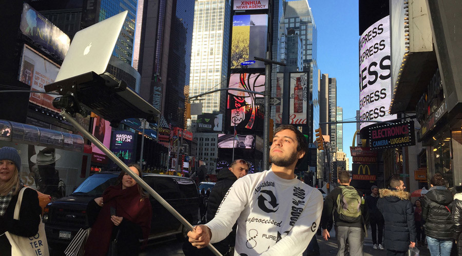 Warning! Clickbait! Macbook selfie sticks are not a thing