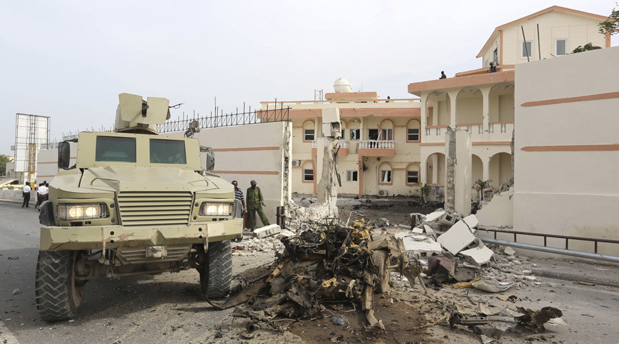 FILE PHOTO: Somali government forces drive their armoured personnel carrier (APC) at the scene of a suicide car explosion in front of the SYL hotel in the capital Mogadishu January 22, 2015. © Feisal Omar