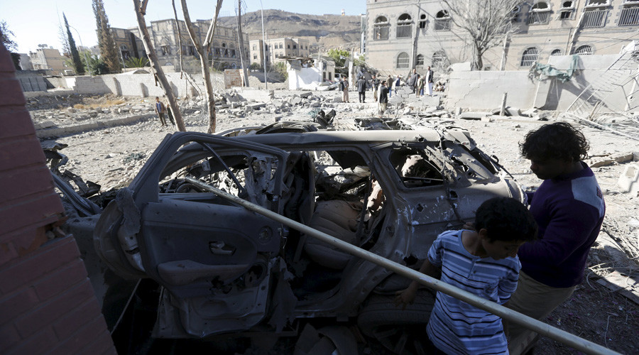 Boys look at a car destroyed by a Saudi-led air strike in Yemen's capital Sanaa February 27, 2016. © Khaled Abdullah