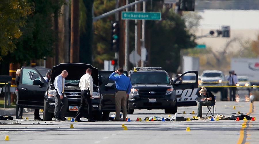 Police and Sheriff's Office Crime Scene investigators examine evidence at the scene of the investigation around an SUV where two suspects were shot by police following a mass shooting in San Bernardino, California December 3, 2015. © Mike Blake