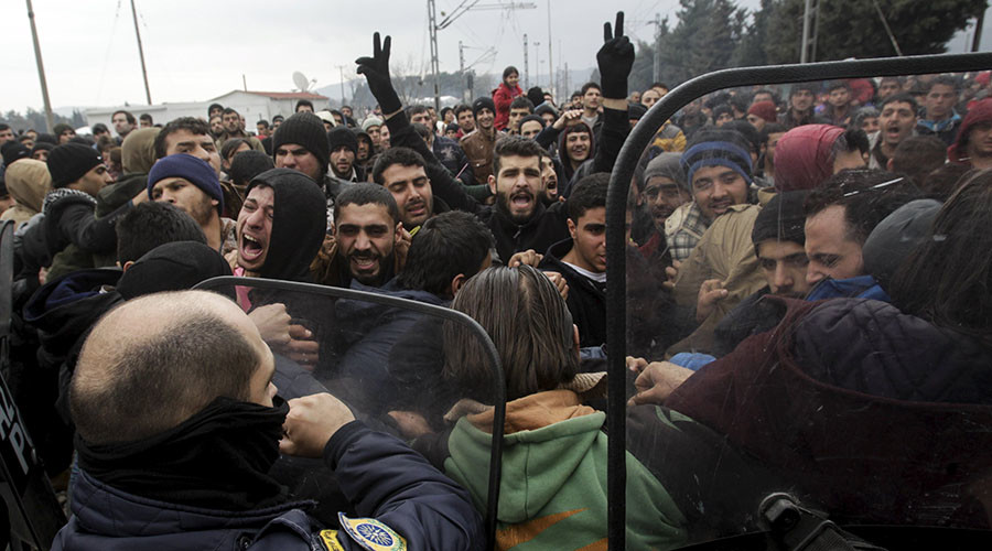 Stranded refugees try to break a Greek police cordon in order to approach the border fence at the Greek-Macedonian border, near the Greek village of Idomeni, February 29, 2016. © Alexandros Avramidis