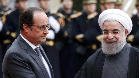 French President Francois Hollande (L) welcomes Iran's President Hassan Rouhani as he arrives at the Elysee Palace in Paris, France, January 28, 2016. © Charles Platiau