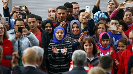 Migrants applaud and take pictures with their mobile phones as German President Joachim Gauck arrives at a provisional tent home for refugees in Bergisch Gladbach near Cologne, Germany. © Wolfgang Rattay