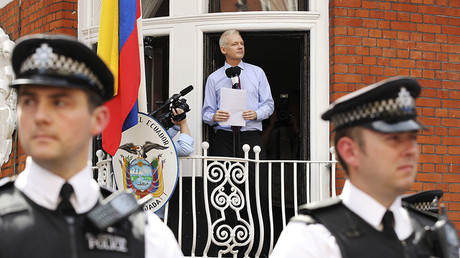 WikiLeaks founder Julian Assange speaks to the media outside the Ecuador embassy in London August 19, 2012. © Olivia Harris