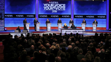Republican U.S. presidential candidates  discuss an issue at the Republican U.S. presidential candidates debate at Saint Anselm College in Manchester, New Hampshire February 6, 2016. © Carlo Allegri
