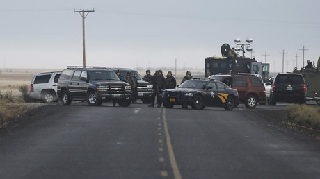 Law enforcement officers block a road near the headquarters of the Malheur National Wildlife Refuge outside Burns, Oregon January 28, 2016. © Jim Urquhart