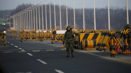 A South Korean soldier stands guard at a checkpoint on the Grand Unification Bridge which leads to the inter-Korean Kaesong Industrial Complex in North Korea © Kim Hong-Ji