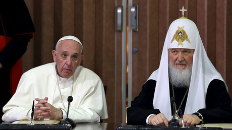 Pope Francis (L) and Russian Orthodox Patriarch Kirill address the audience in Havana, February 12, 2016. © Alejandro Ernesto