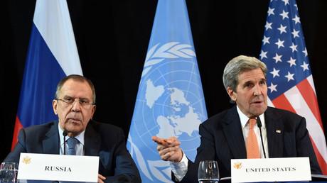 US Secretary of States John Kerry (R). © Christof Stache