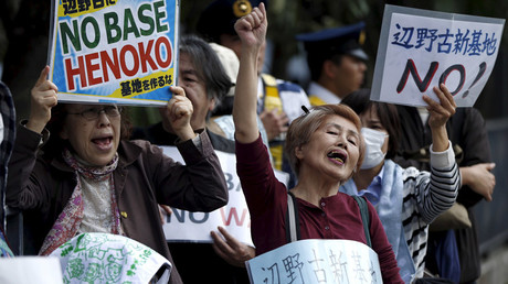 FILE PHOTO: People protesting the planned relocation of the US military base, to Okinawa's Henoko coast, shout slogans at a rally in front of Prime Minister Shinzo Abe's official residence, as a meeting between Okinawa Governor Takeshi Onaga and Abe is holding, in Tokyo April 17, 2015. © Issei Kato