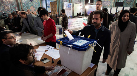 An Iranian man casts his vote during Iran's parliamentary election, at a mosque in central Tehran March 2, 2012. © Morteza Nikoubazl
