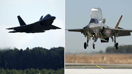 F-22 Raptor (L) and F-35 Joint Strike Fighter (R) © Reuters