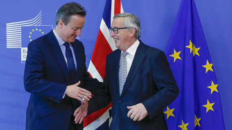 Britain's Prime Minister David Cameron (L) is welcomed by European Commission President Jean-Claude Juncker (R) © Yves Herman
