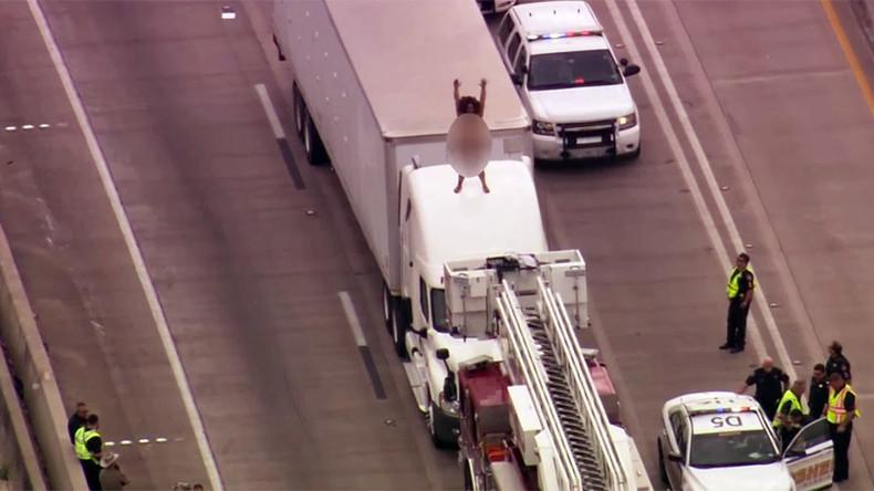 Naked woman on truck shuts down Texas freeway - 6abc