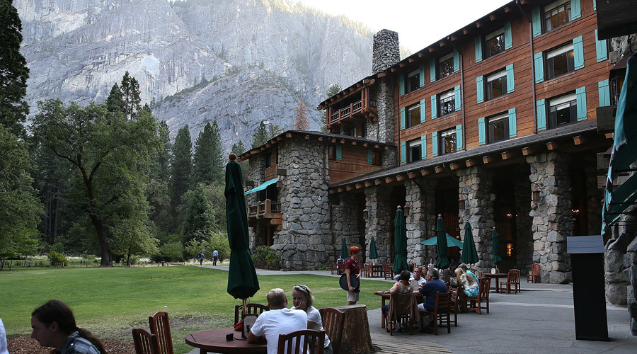 Park visitors sit outside of the Ahwahnee Hotel © Justin Sullivan