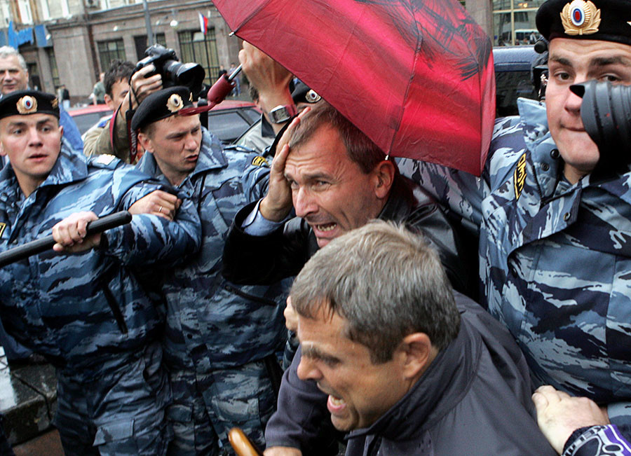 Member of the German Bundestag Volker Beck (C) is led away by Russian riot police during a gay rights protest near Red Square Moscow May 27, 2006. ©Reuters