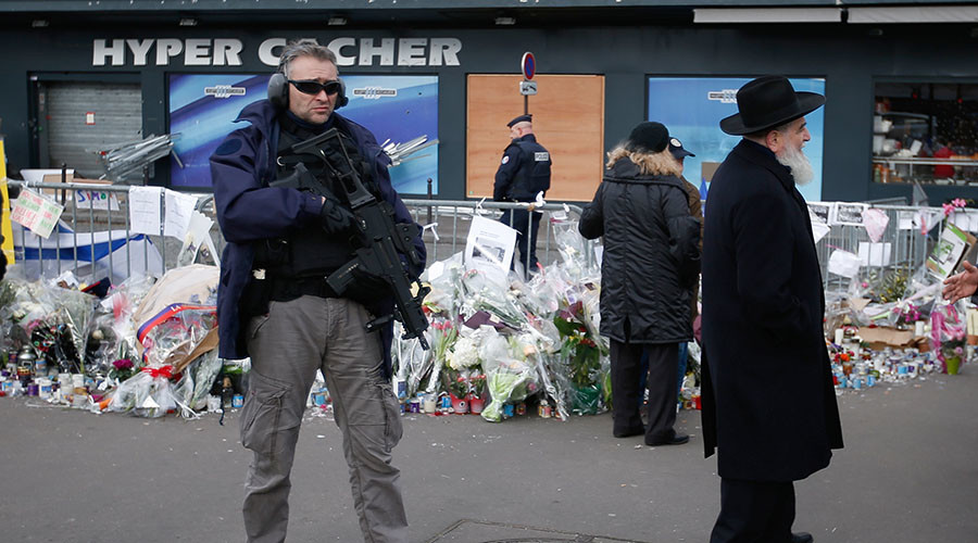 A policeman stands guard in front of the Hyper Cacher kosher supermarket in Paris where four Jews were killed last year. © Charles Platiau