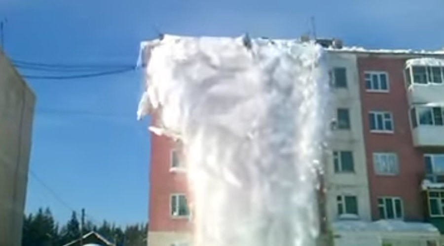 Rooftop avalanche sweeps cleaners off building (VIDEO)