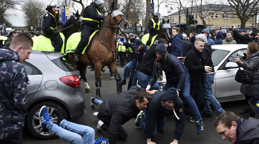 Riot police intervene as Spurs & Arsenal fans clash at White Hart Lane (PHOTOS, VIDEO)