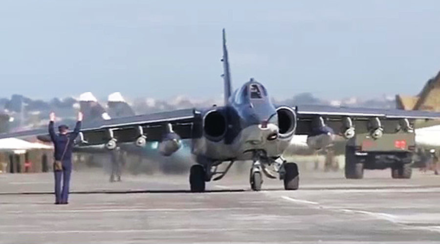 Russia's Su-25 aircraft take off from Hmeimim airbase escorted by Syria's MiG-29 fighter jets.© Ministry of defence of the Russian Federation