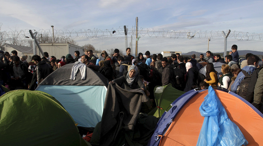 Greek governor urges state of emergency as thousands of migrants stranded at Macedonian border