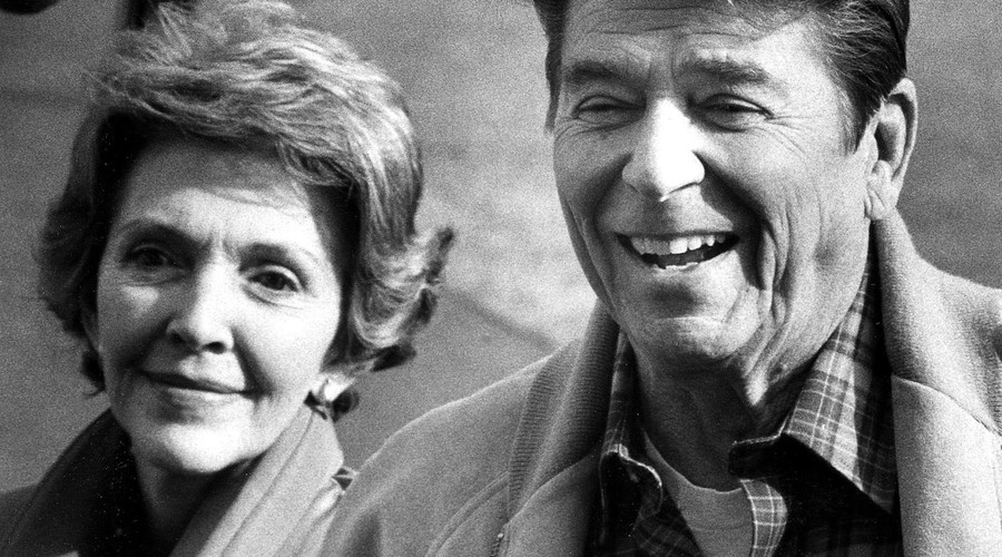Former U.S president Ronald Reagan is seen with his wife, former First Lady Nancy Reagan, in this February 15, 1982 file photo as they returned to the White House after spending a weekend. © Mal Langsdon