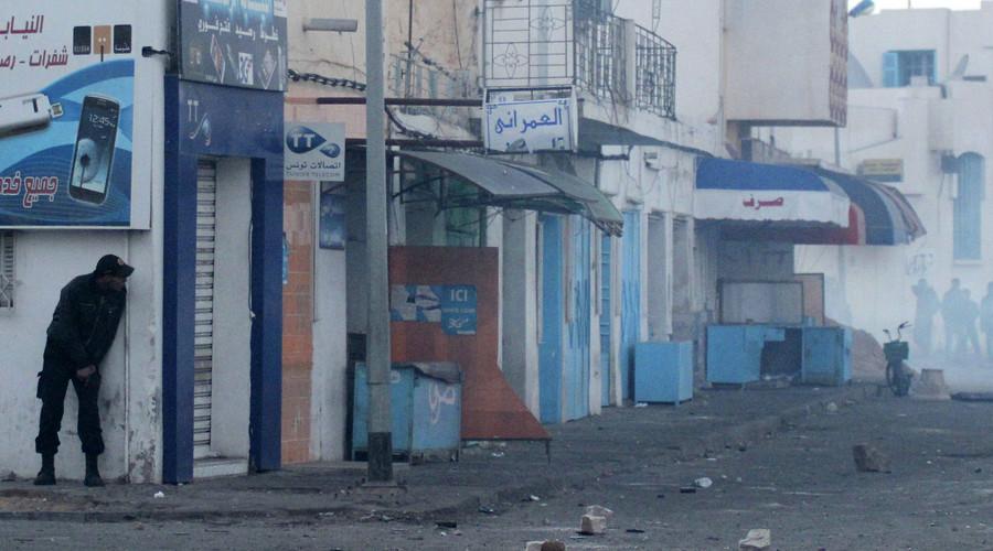 45 killed as Islamists raid Tunisian town near resort area (VIDEO)