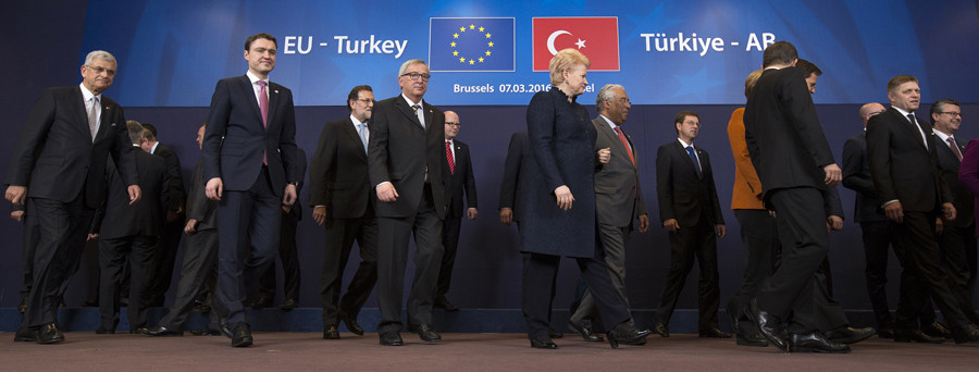 European Union leaders take part in a group photo during a EU-Turkey summit in Brussels, as the bloc is looking to Ankara to help it curb the influx of refugees and migrants flowing into Europe, March 7, 2016. © Yves Herman