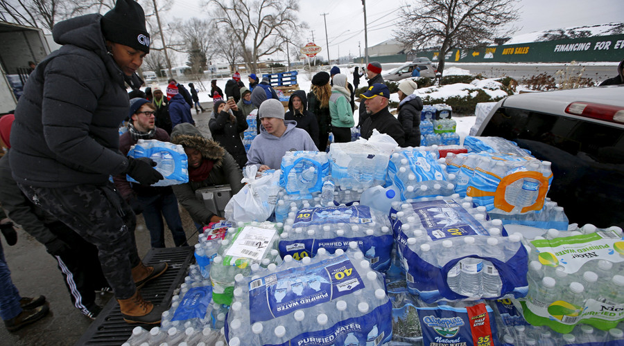 Volunteers distribute bottled water to help combat the effects of the crisis when the city's drinking water became contaminated with dangerously high levels of lead in Flint, Michigan, March 5, 2016. © Jim Young