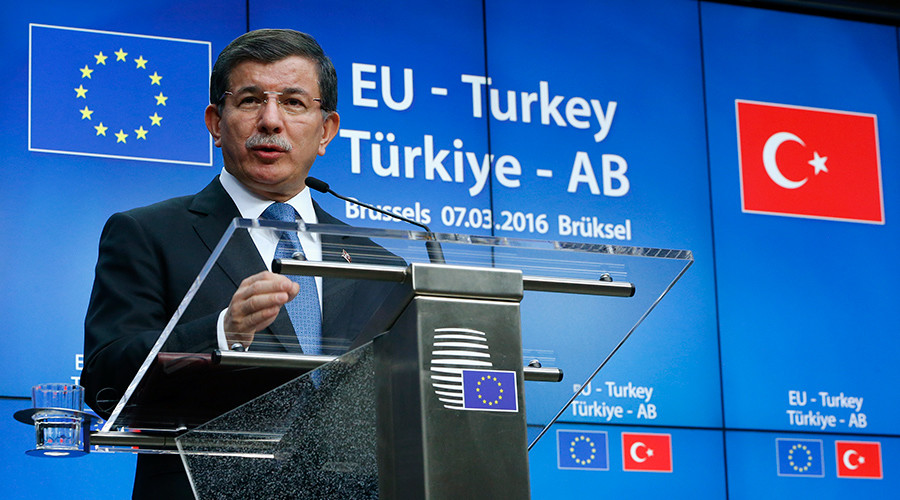 Turkish Prime Minister Ahmet Davutoglu speaks at a news conference at the end of a EU-Turkey summit in Brussels © Yves Herman