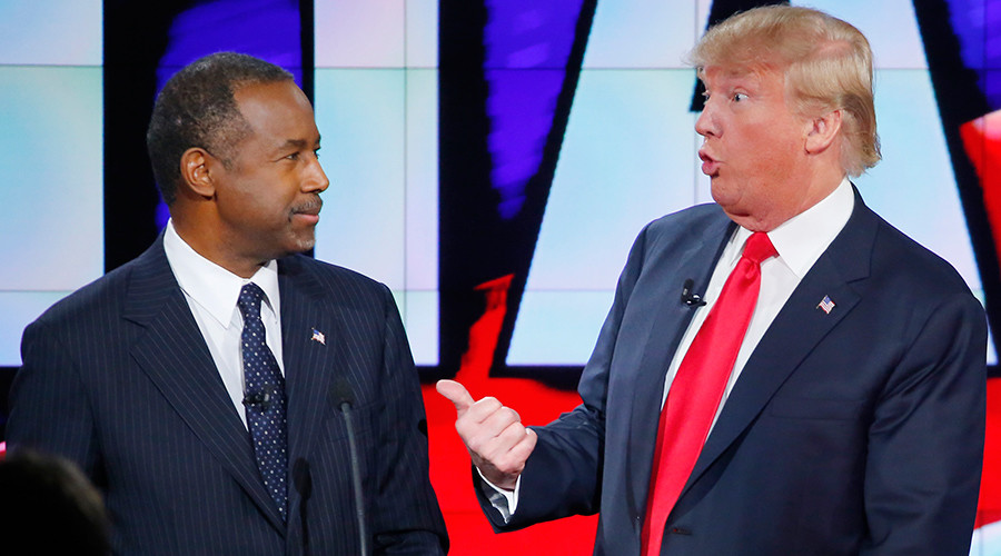 Republican U.S. presidential candidate businessman Donald Trump (R) and Dr. Ben Carson © Mike Blake