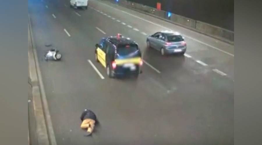 It pays to be kind: Taxi driver fined after failing to help fallen biker (VIDEO)