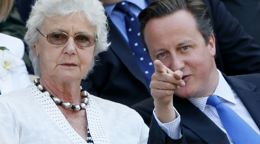 Britain's Prime Minister, David Cameron (R) sits with his mother Mary. © Stefan Wermuth