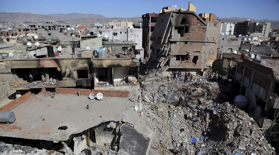 Buildings, which were damaged during the security operations and clashes between Turkish security forces and Kurdish militants, are seen in the southeastern town of Cizre in Sirnak province, Turkey March 2, 2016. © Sertac Kayar