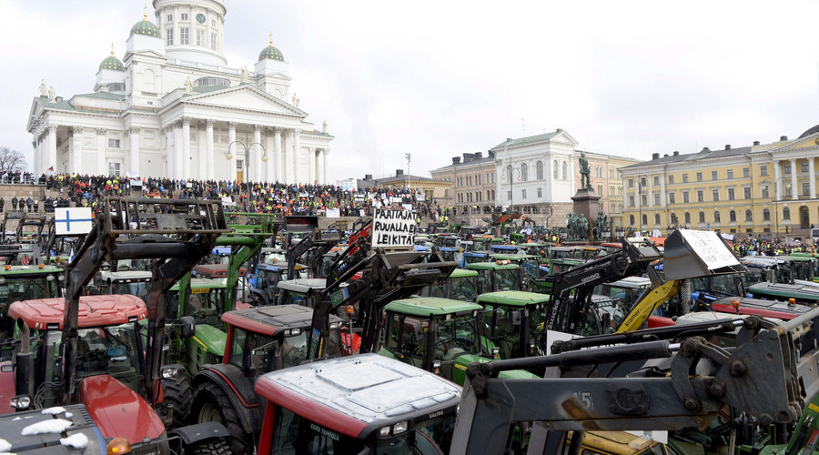 Farmers from different parts of Finland with their tractors participate in a demonstration over declining agricultural earnings in Helsinki, Finland, March 11, 2016. © Vesa Moilanen