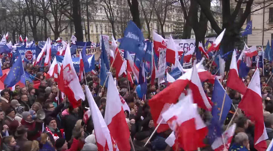 'No to dictatorship in Poland': 50,000+ protest govt reforms in Warsaw (VIDEO)