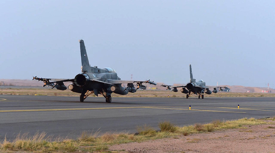 Fighter jets of the UAE armed forces land at a Saudi air force base after raids in Yemen in 2015 © HO