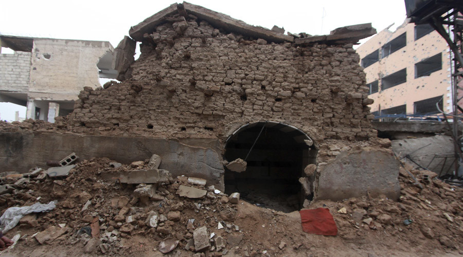 A damaged synagogue is seen in the Damascus suburb of Jobar December 14, 2014. © Mohammed Badra