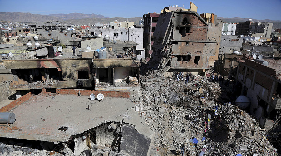 Buildings, which were damaged during the security operations and clashes between Turkish security forces and Kurdish militants, are seen in the southeastern town of Cizre in Sirnak province, Turkey. © Sertac Kayar