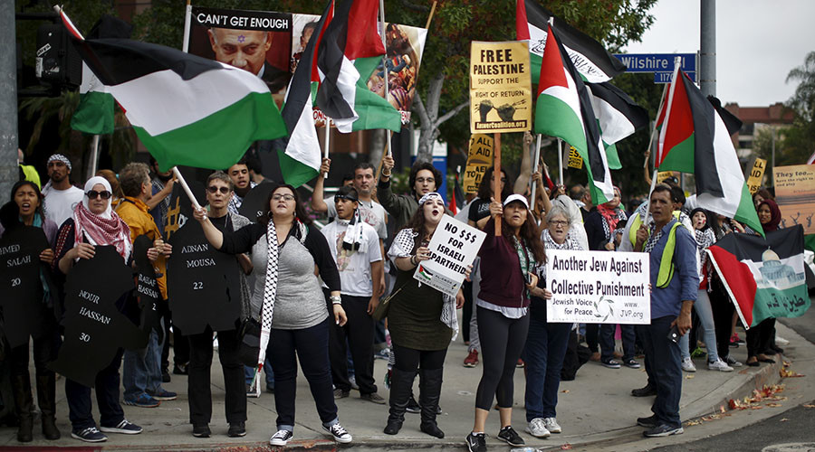 Palestinians, Jews, and allies protest outside the Israeli Consulate in Los Angeles October 16, 2015. © Lucy Nicholson