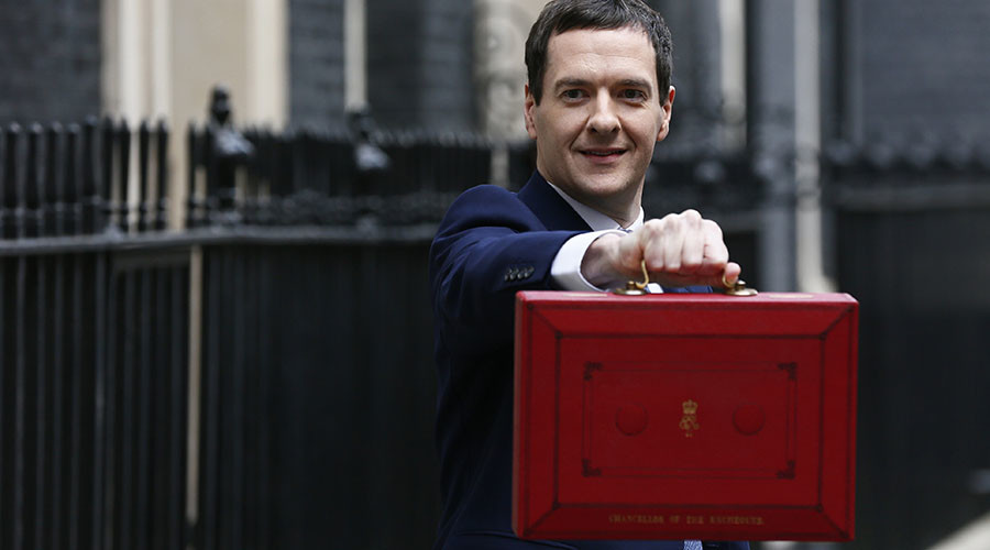 Britain's Chancellor of the Exchequer, George Osborne, holds up his budget case for the cameras as he stands outside number 11 Downing Street, before delivering his budget to the House of Commons, in London, Britain, March 16, 2016. © Stefan Wermuth