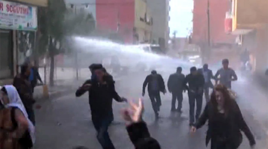 Turkish police deploy tear gas, water cannon to disperse Kurds celebrating Newroz (VIDEO)