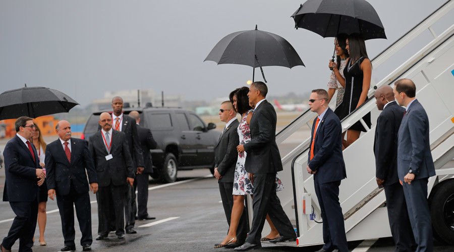 U.S. President Barack Obama and his wife Michelle approach Cuba's foreign minister Bruno Rodriguez (L) as they arrive at Havana's international airport for a three-day trip, in Havana March 20, 2016. © Carlos Barria