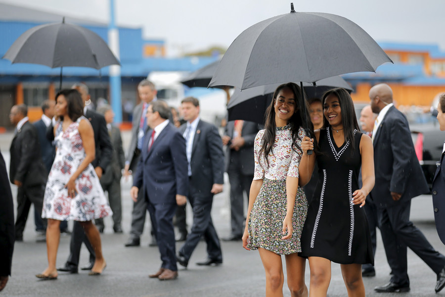 U.S. President Barack Obama's daughters Malia (C) and Sasha (R) arrive with their parents at the Jose Marti international airport at the start of a three-day visit to Cuba, in Havana March 20, 2016. © Carlos Barria