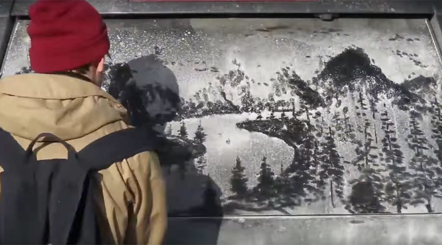 Muddy masterpieces: Artist turns dusty cars into 'canvases on wheels' (VIDEO)