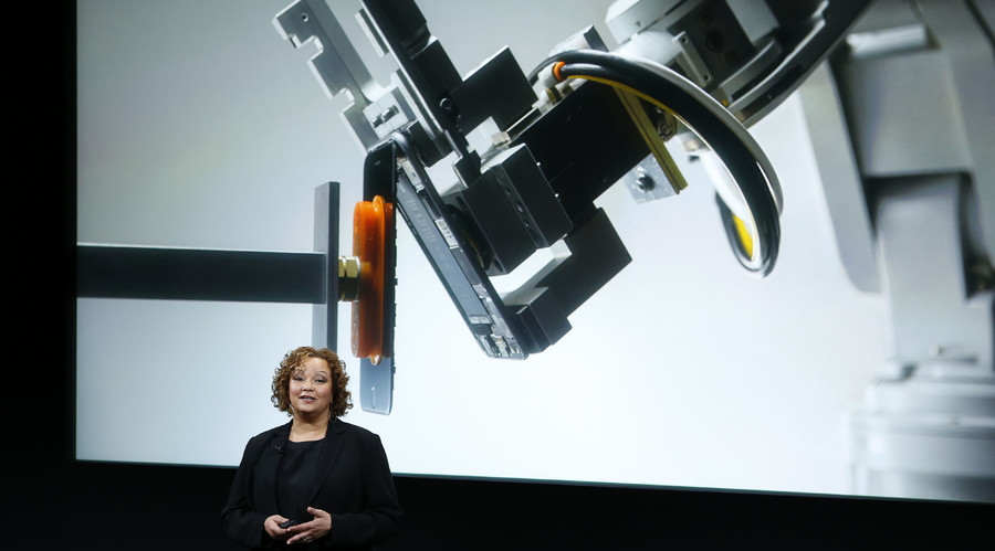 Lisa Jackson, Apple vice president for Environment, Policy and Social Initiatives, introduces a robot named Liam that deconstructs iPhones during an event at Apple headquarters in Cupertino, California March 21, 2016. © Stephan Lam